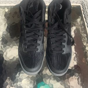 Nike high tops barely worn!!!